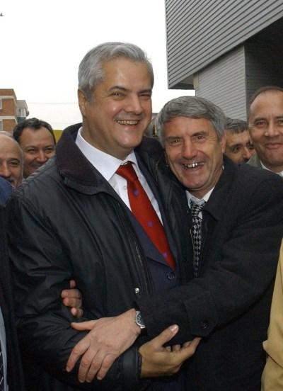 """RAMNICU-VALCEA, ROMANIA: Vizita primului-ministru al Romaniei, Adrian Nastase, in judetul Valcea, 14 noiembrie 2003. """"STIRE PE FLUX"""" ROMPRES Foto/ Artur MUSTATA"""