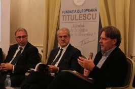 """28.11.2017 – Lansare de carte: """"Romania since the second world war"""" De la stânga la dreapta: Florin ABRAHAM, Adrian NĂSTASE, Daniel BARBU"""