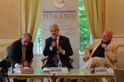 """30.05.2017 - Lansarea volumului """"ZUKUNFTSORT: EUROPA"""" (Viitorul Europei) De la stânga la dreapta: Günter STOCK, Adrian NĂSTASE, Răzvan THEODORESCU"""